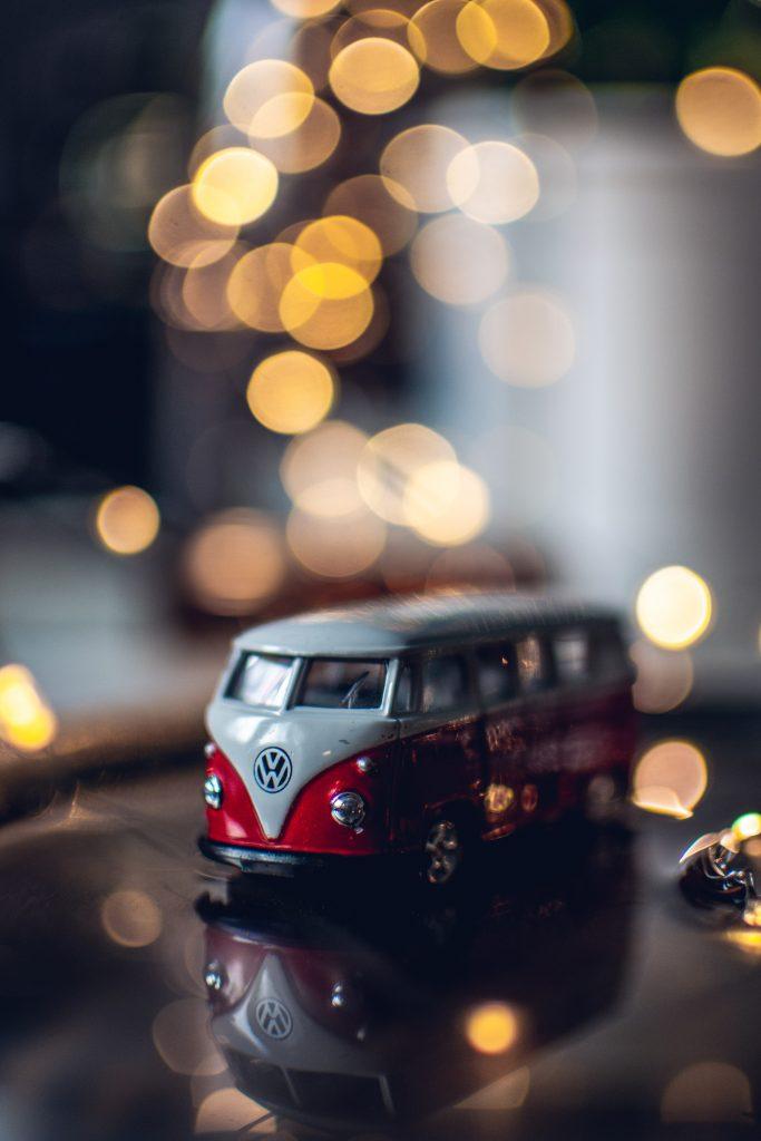 VW Bus gespiegelt